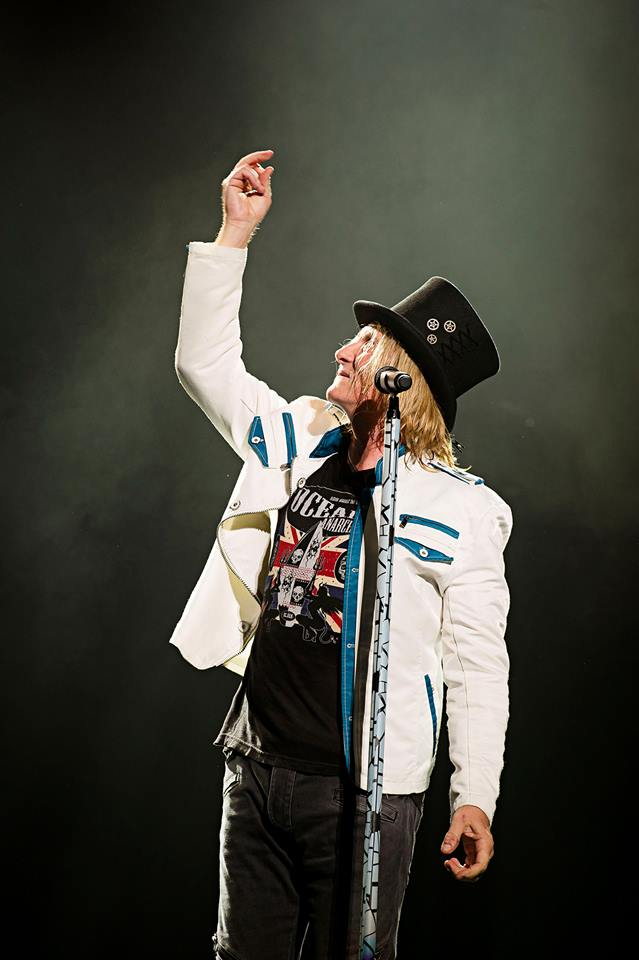 Joe Elliott in Ocean Anarchy as seen on the 2015 Def Leppard World Tour