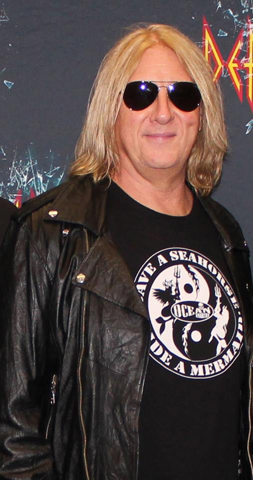 Joe Elliott sporting the #ICJUK #OceanAnarchy 'Save a Seahorse Ride a Mermaid' design
