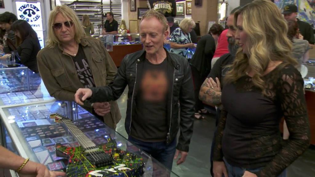Joe Elliott and Phil Collen appeared in a new episode of Pawn Stars.