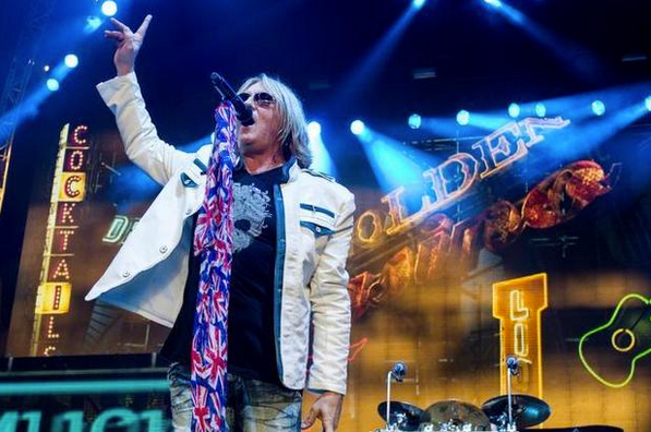 Joe Elliott Rocking the Skull & Roses tee